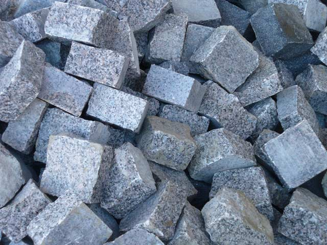 Due to its advantages, granite paving continues to be one of the most popular materials in paving