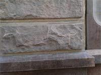 Облицовка «скала» с рантом. Красный гранит.